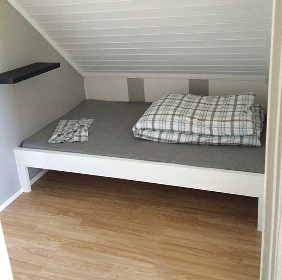 120 cm seng i egen nisje