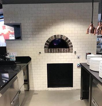 Flislagt gassdrevet pizzaovn satt opp av Murmester K. Svendsen AS